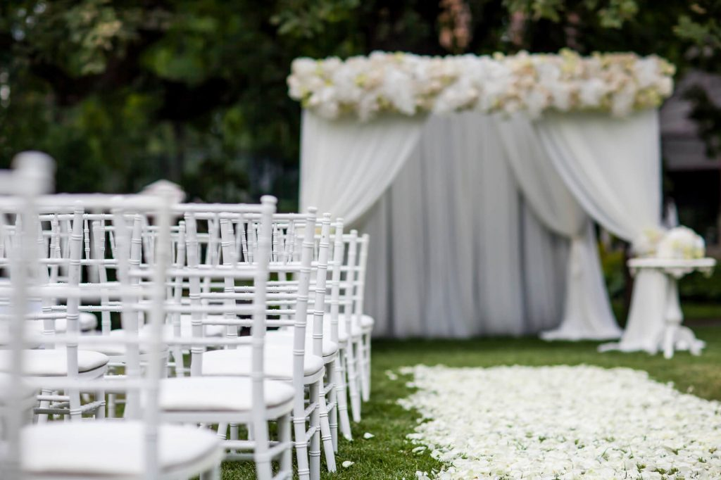 outdoor wedding tips aisle