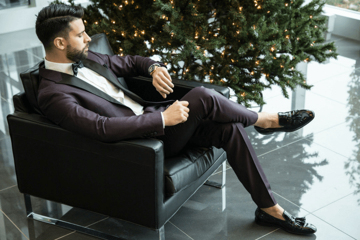 man sitting in a chair - men's suit and shoe combinations