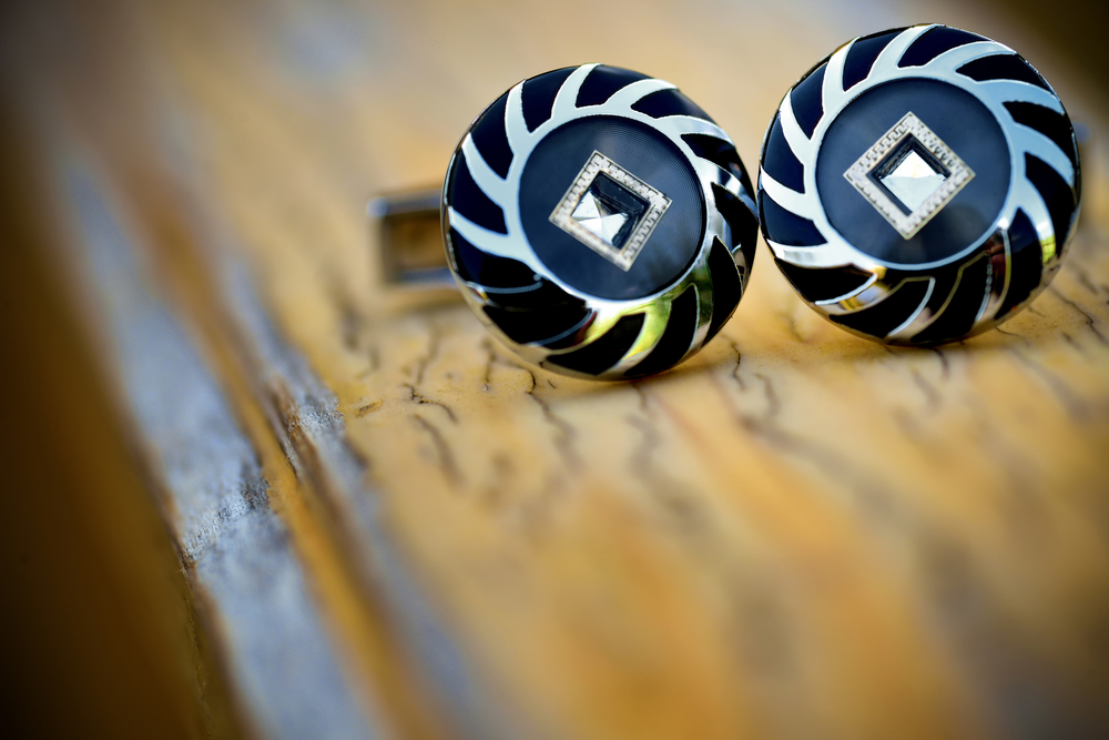 How to Pick the right Cufflinks - Special cufflinks on a wooden surface