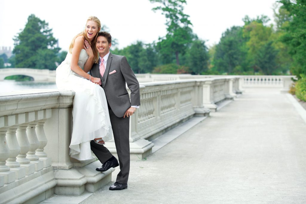 What to wear to a spring wedding - Bride and groom wearing a pink tie