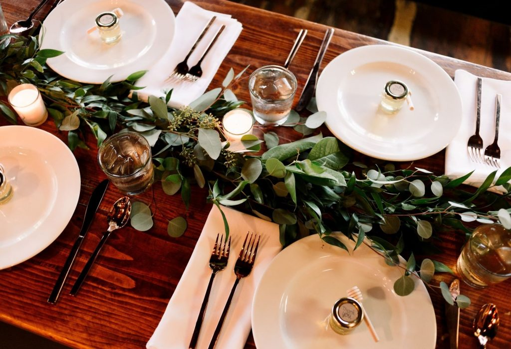 Tips for a wedding on a budget - Simple place-settings at a table